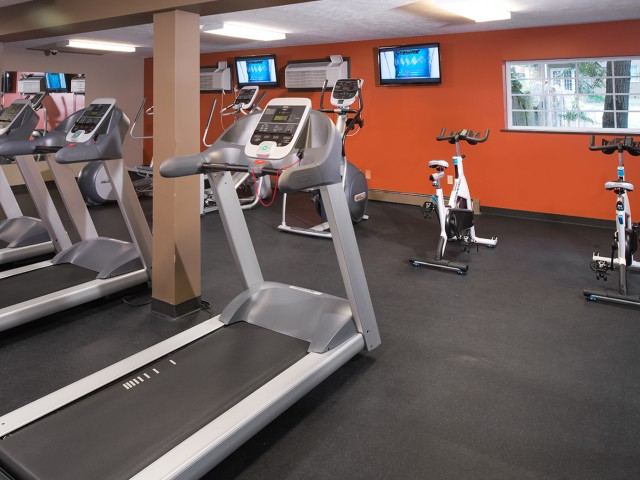 Cutting Edge Fitness Center | University Oaks | Off Campus Housing Near KSU