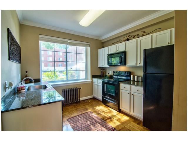 State-of-the-Art Kitchen | University Apartments Durham | Apartments Near Duke University