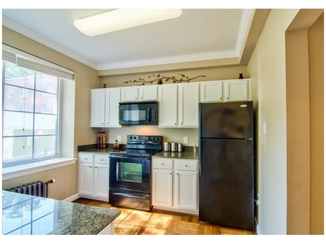 Granite Countertops | Luxurious Kitchen | University Apartments Durham | Duke Apartments