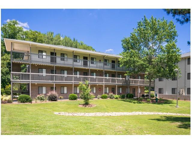 Expansive Grounds   University Park   Greenville NC Apartments