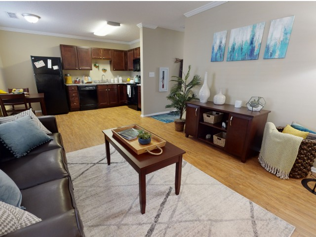 Crown Molding   Spacious Living Room   University Park   2 Bedroom Apartments In Greenville NC
