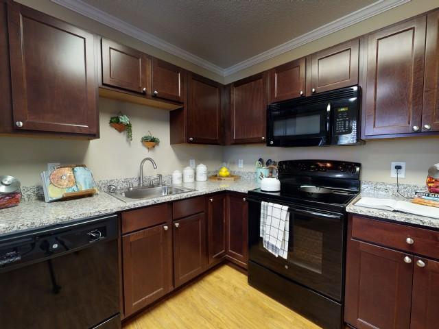 Granite Countertops   Modern Kitchen   University Park   Greenville NC Apartments