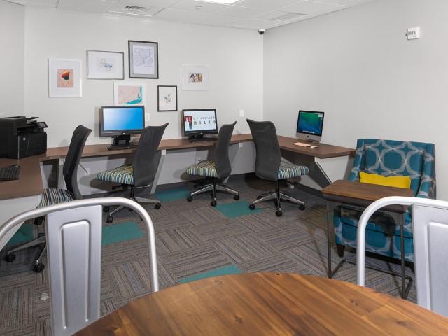 24-Hour Business Center | University Hills | Apartments Toledo Ohio