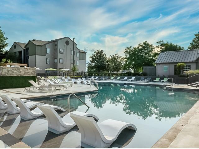 Swimming Pool   The Preserve at Tuscaloosa   Student Housing Tuscaloosa