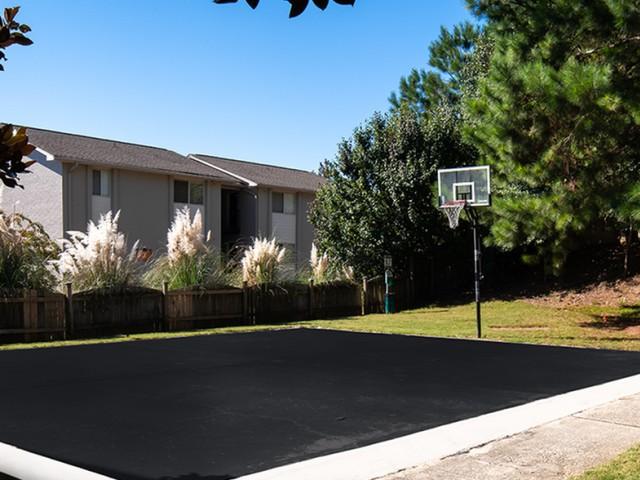 Community Basketball Court | Eagles West | Apartments Near Auburn University