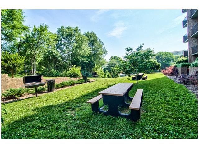 Outdoor BBQ Area | University Apartments - Chapel Hill | Chapel Hill NC Apartments