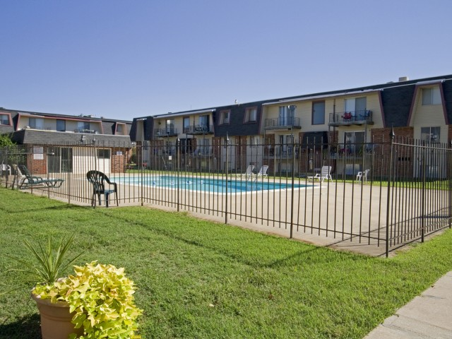 Rosewood Village Courtyard and pool