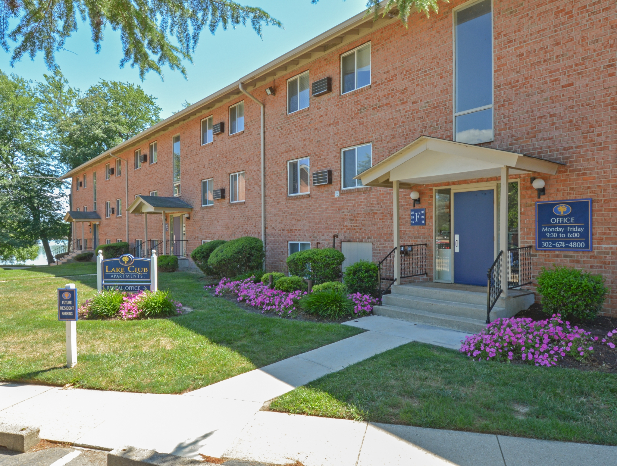 Friendly Office Staff | Dover DE Apartments For Rent | Lake Club Apartments