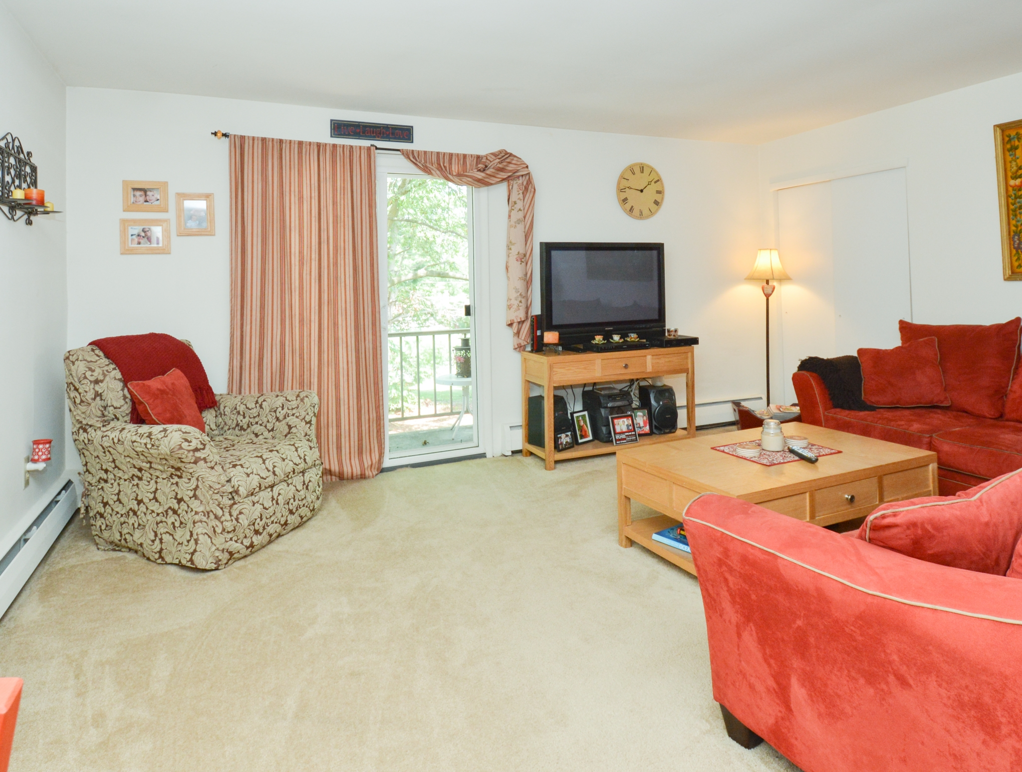 Elegant Living Room | 1 Bedroom Apartments Phoenixville PA | Independence Crossing Apartments