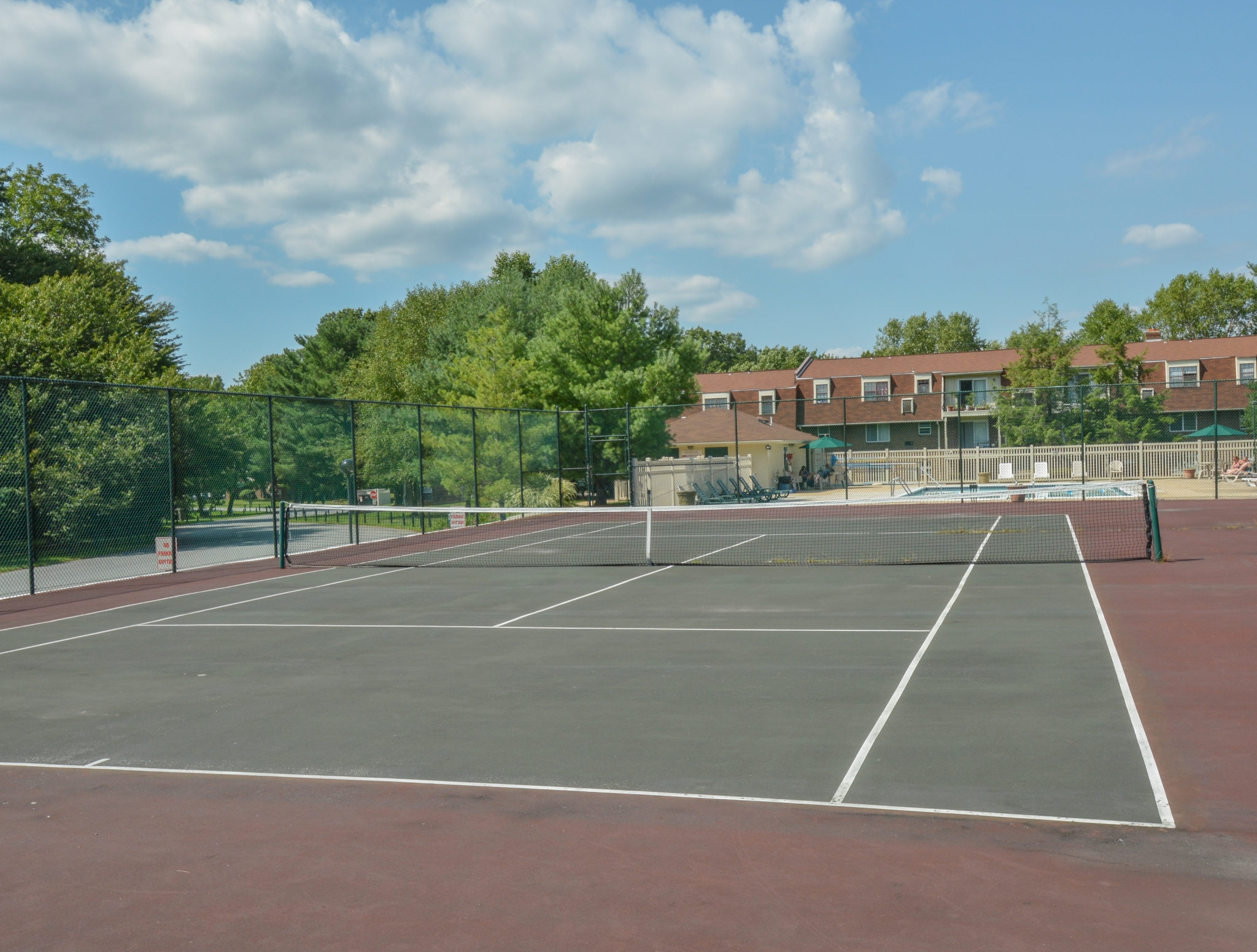 Oak Tree Tennis Court | Newark Apartments DE