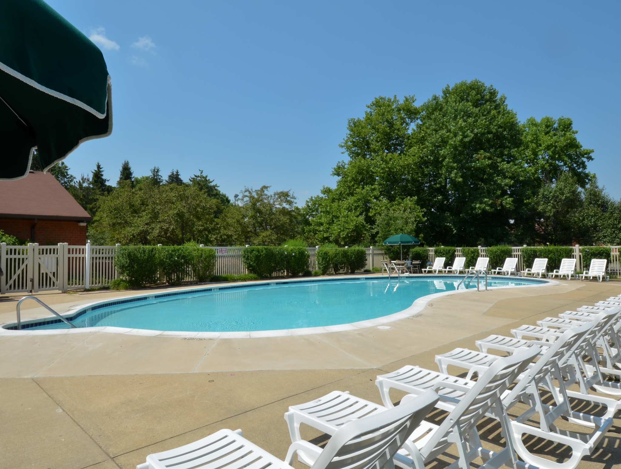 Princeton Orchards Swimming Pool with White Chairs | Apartments for Rent in South Brunswick, NJ