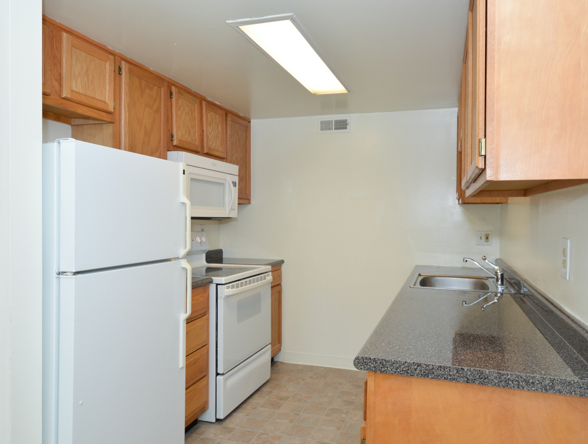Princeton Orchards Sample Kitchen with Wood Cabinets | Apartments for Rent in South Brunswick, NJ