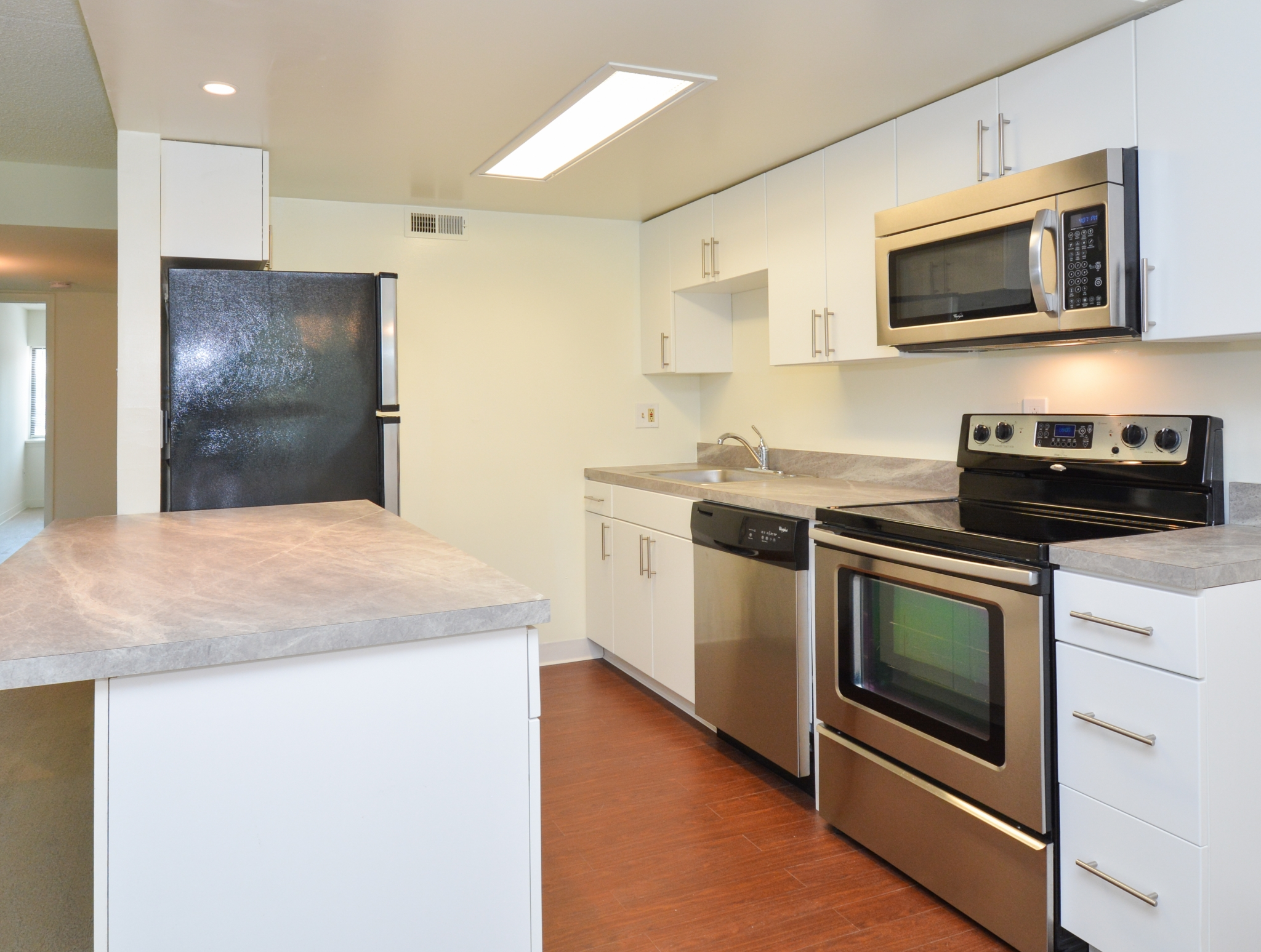 Princeton Orchards Sample Kitchen with Stainless Steel Appliances | Apartments for Rent in South Brunswick, NJ