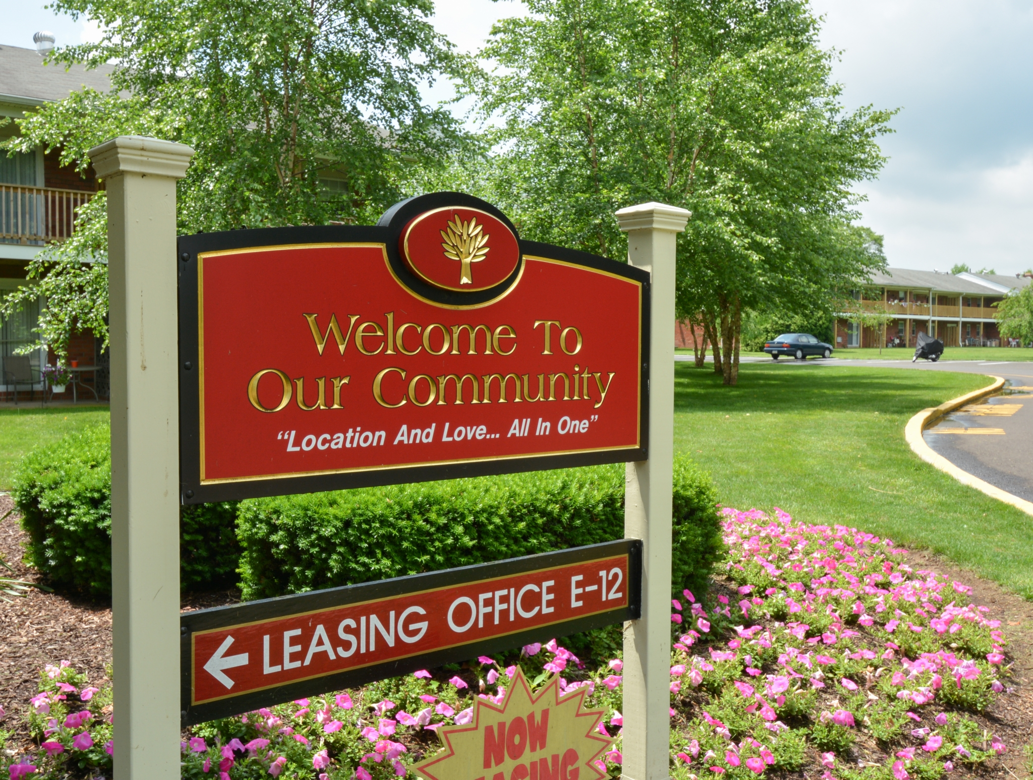 Country Manor Welcome Sign | Apartments For Rent in Levittown PA