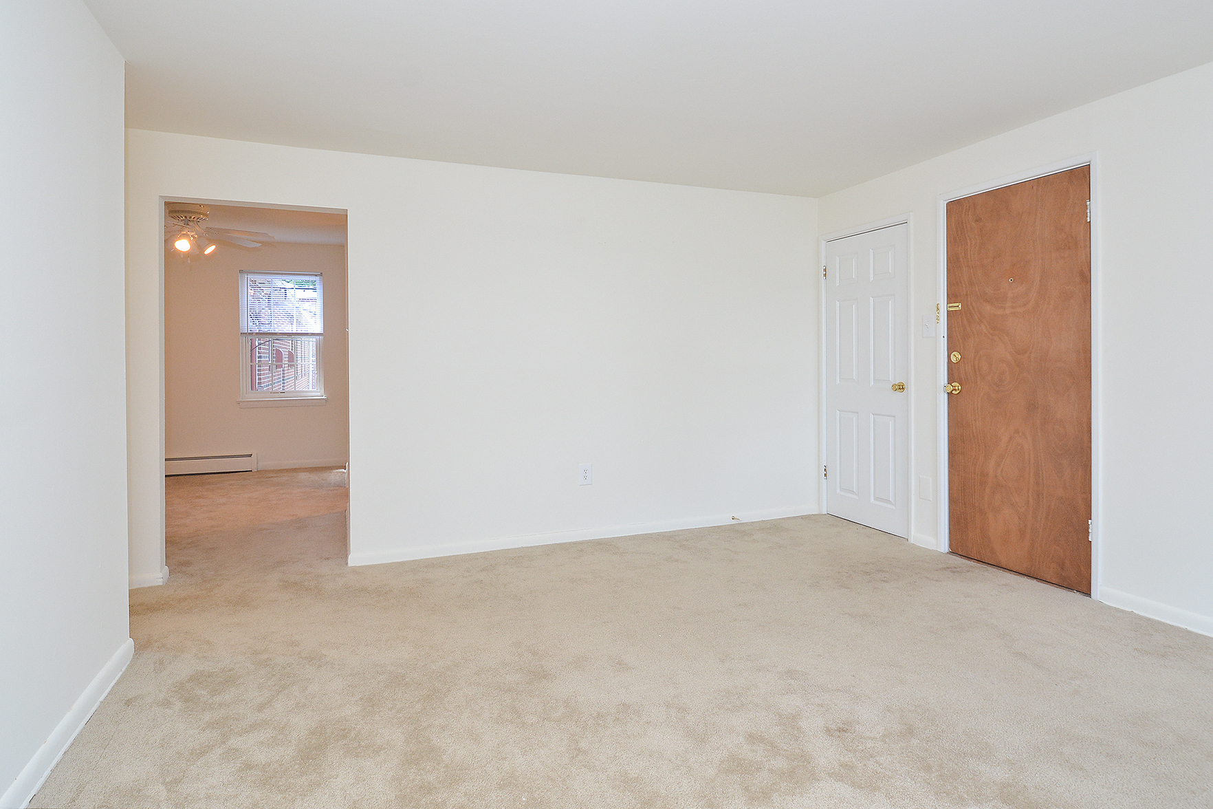 Spacious Living Room | Apartments Phoenixville PA | Knollwood Apartments