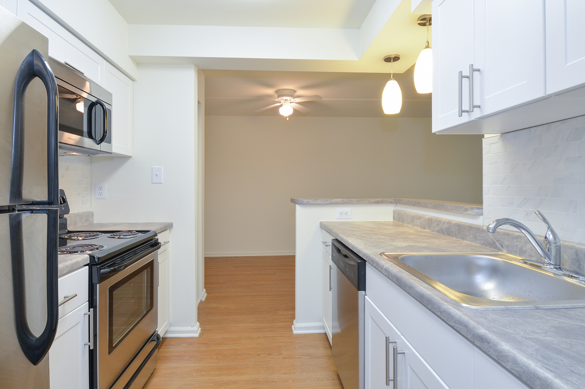The Lafayette at Valley Forge Sample Kitchen with Grey Countertops | King of Prussia Apartment Rentals
