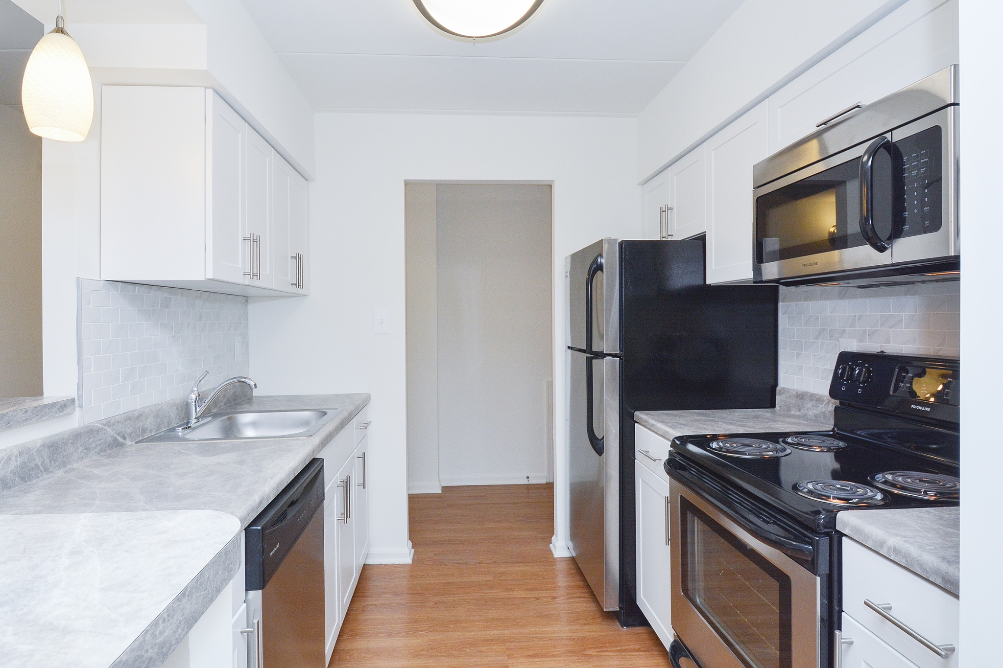 The Lafayette at Valley Forge Sample Kitchen with Stainless Steel Appliances | King of Prussia Apartment Rentals
