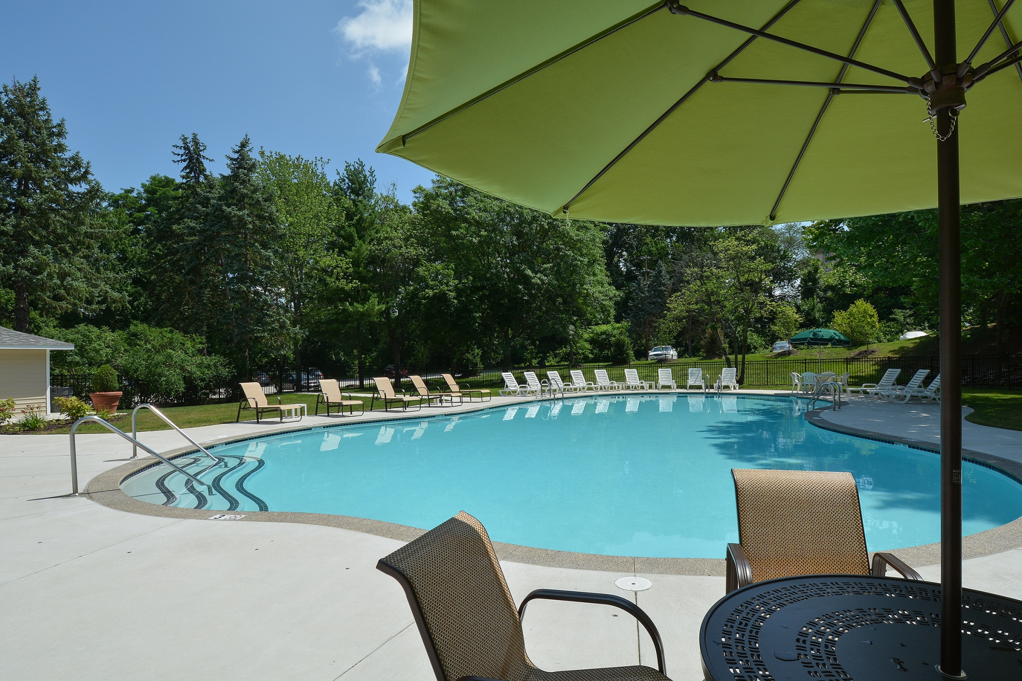 The Lafayette at Valley Forge Swimming Pool with Green Umbrella | King of Prussia Apartment Rentals