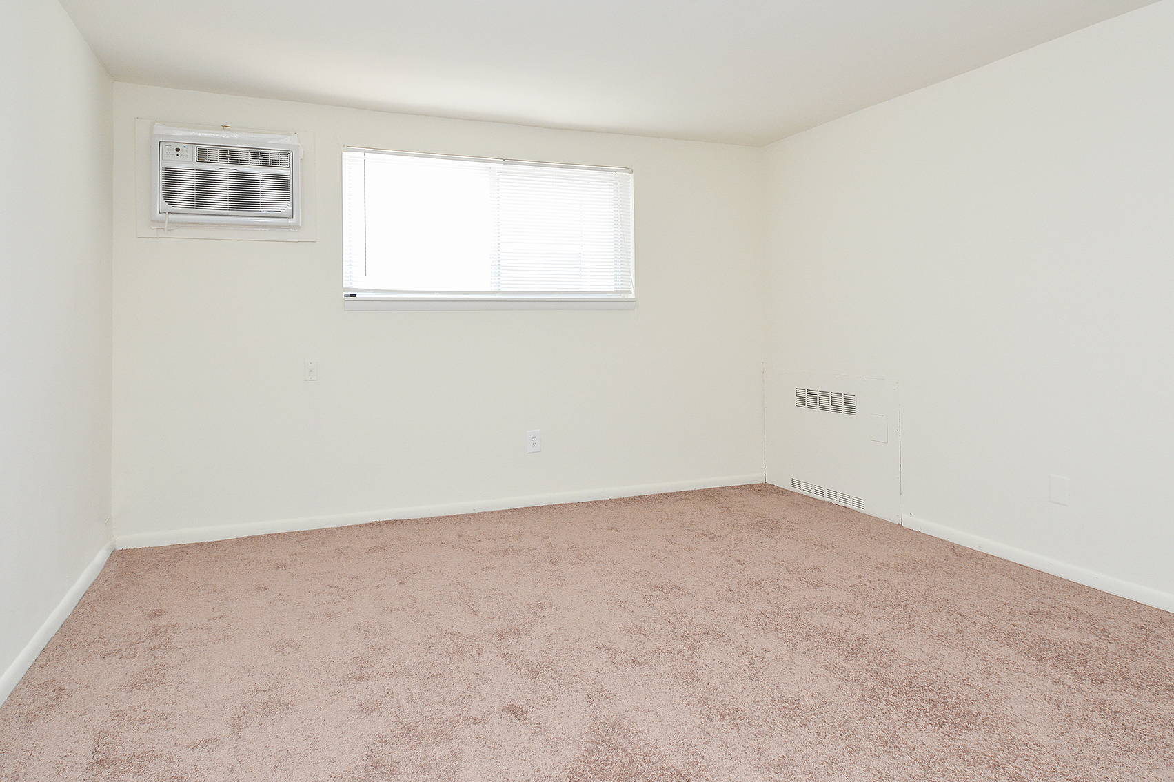 Vast Bedroom | Clifton Heights Apartments | Jefferson Court Apartments