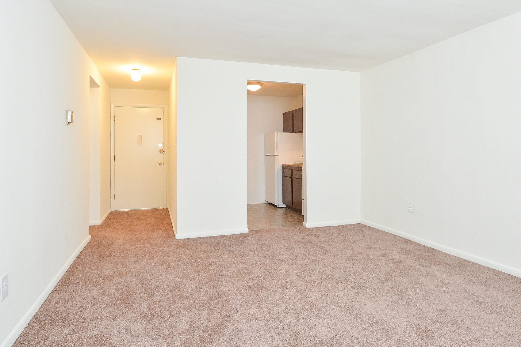 Spacious Living Room | Apartments in Clifton Heights | Jefferson Court Apartments