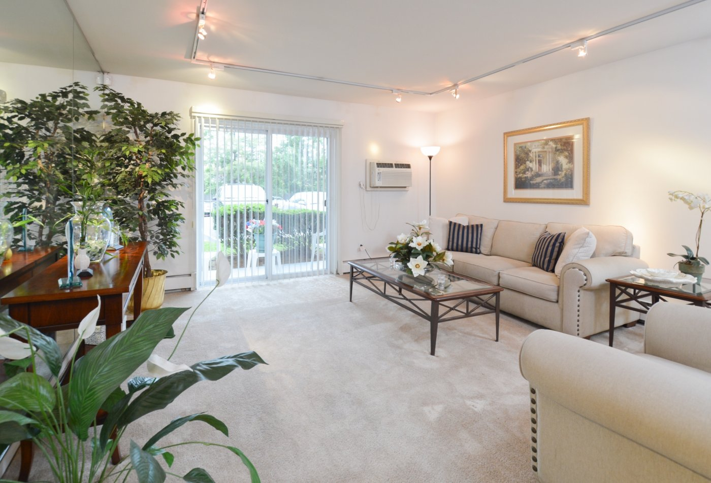 Spacious Living Room | Apartments in Secane, PA | Bishop Hill Apartments