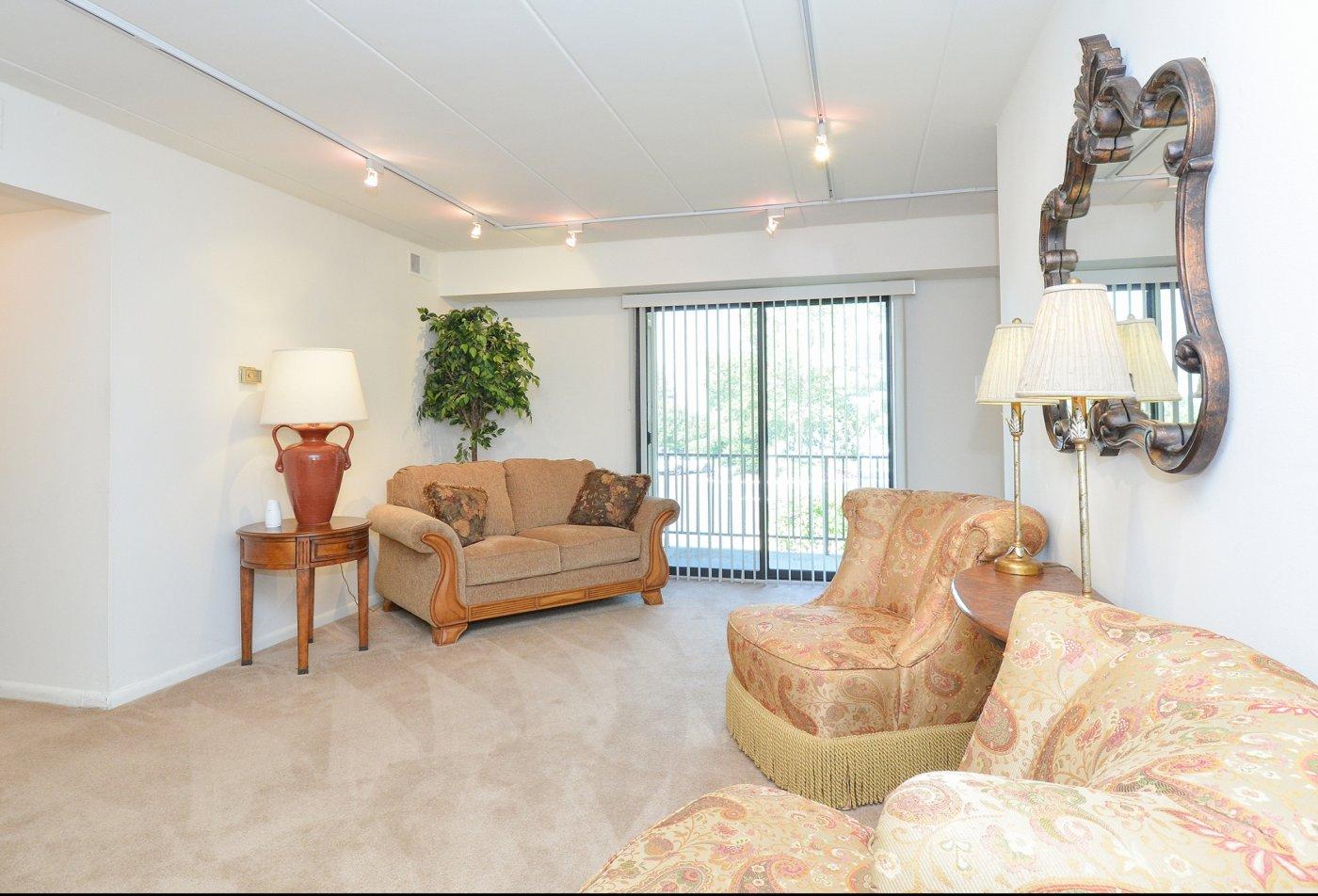 Spacious Living Room   Apartments in Wilmington, DE   Fairway Park Apartments & Townhomes