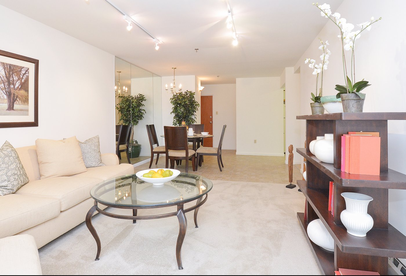 Luxurious Living Area | Apartment in King of Prussia, PA | Valley Forge Suites