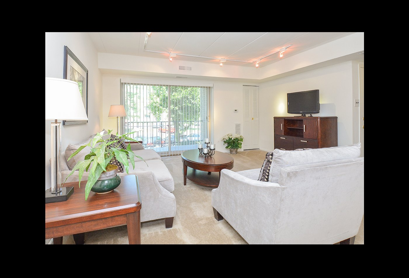 Spacious Living Room | Apartments in Langhorne, PA | Summit Trace Apartments