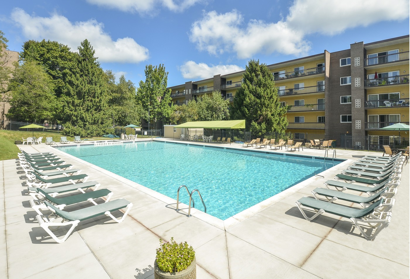 Swimming Pool | Apartment Homes in Berwyn, PA | Main Line Berwyn Apartments