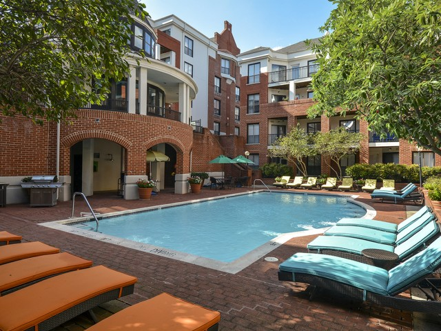 Sparkling Pool | Apartments for rent in Baltimore, MD | Waterloo Place Apartments