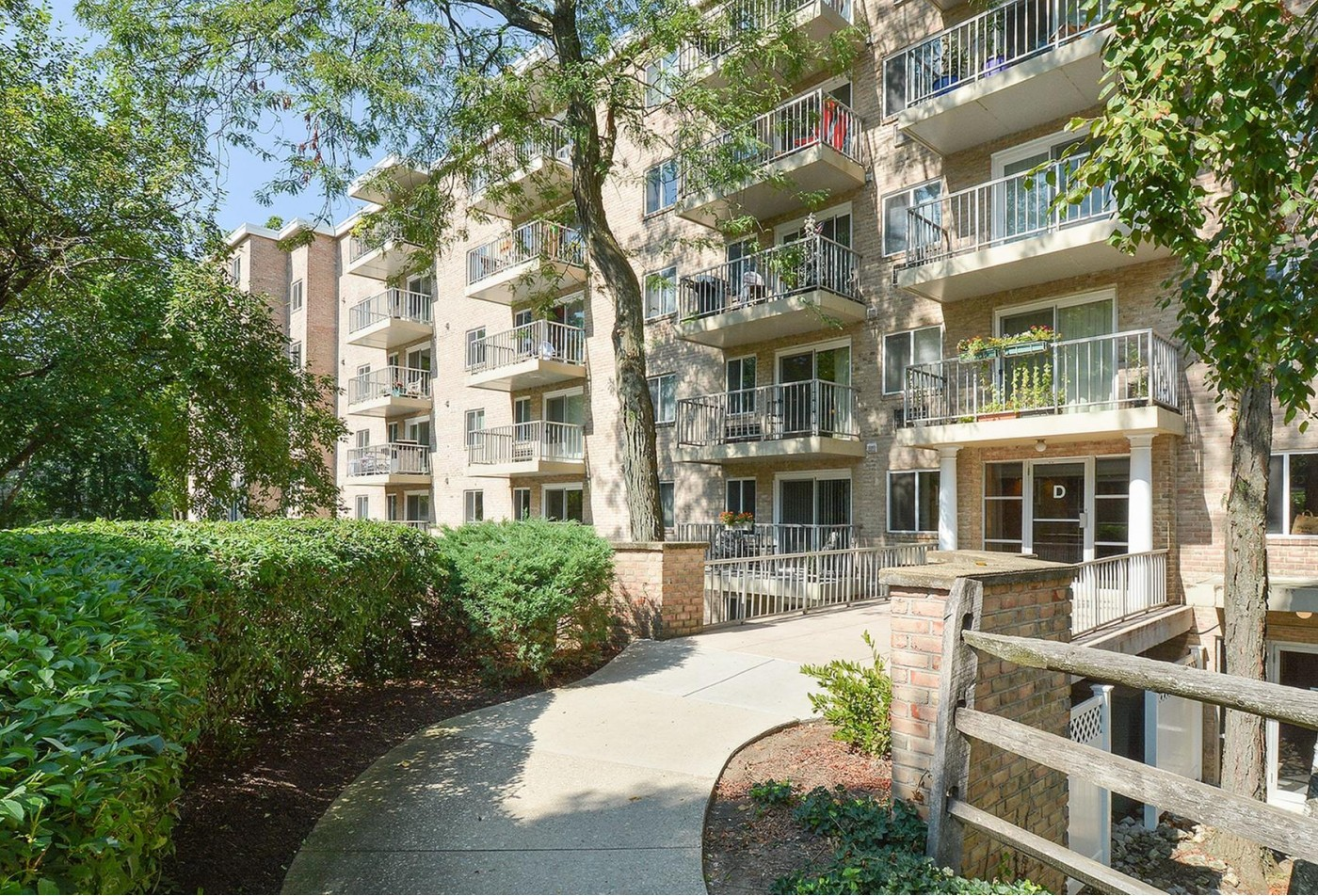 Swimming Pool | Apartment Homes in King of Prussia, PA | Gulph Mills Village Apartments