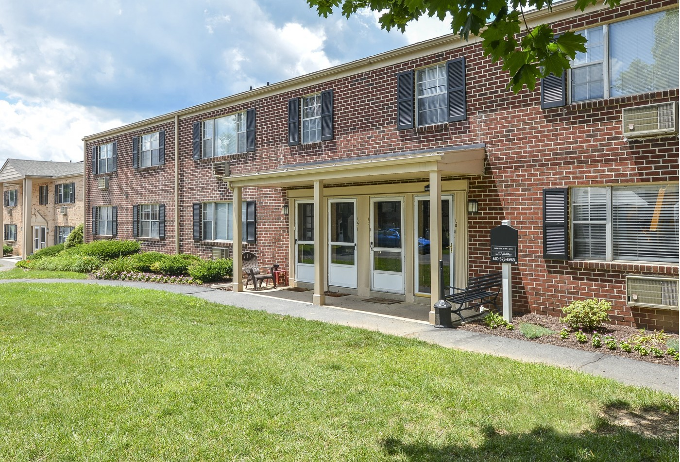 Apartments For Rent In Wyomissing PA | Woodland Plaza