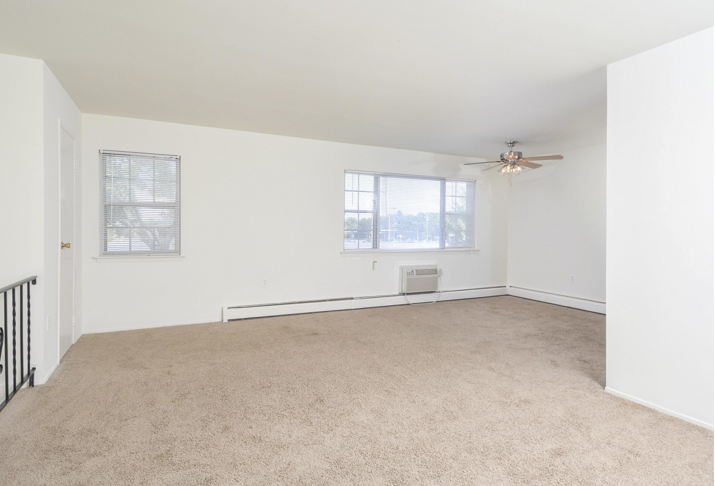 Spacious Living Room | Apartments For Rent In Wyomissing PA | Woodland Plaza