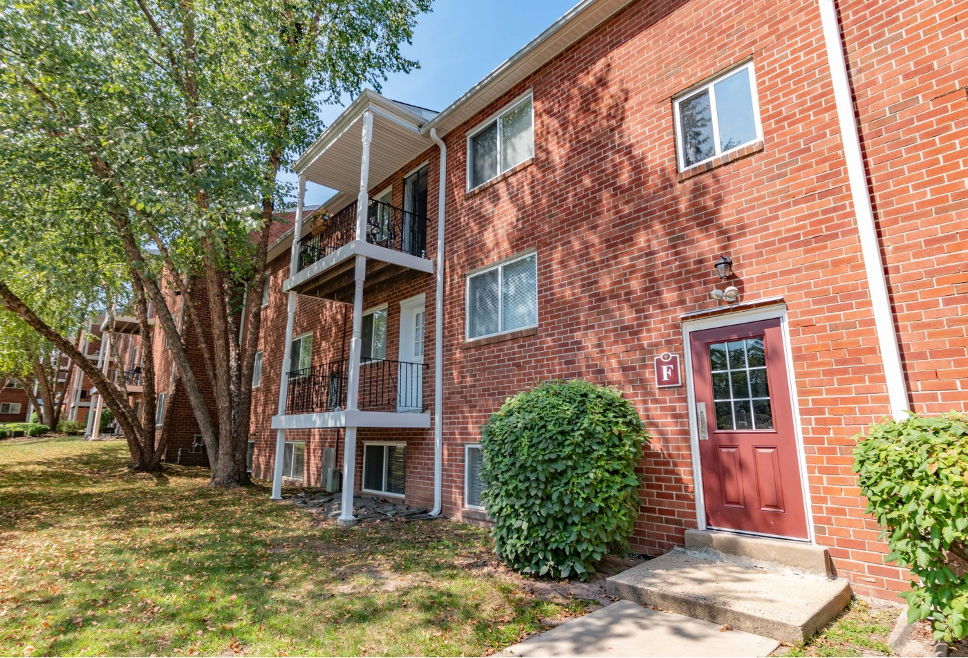 Swimming Pool | Apartment Homes in Willow Grove, PA | Jamestown Village Apartments