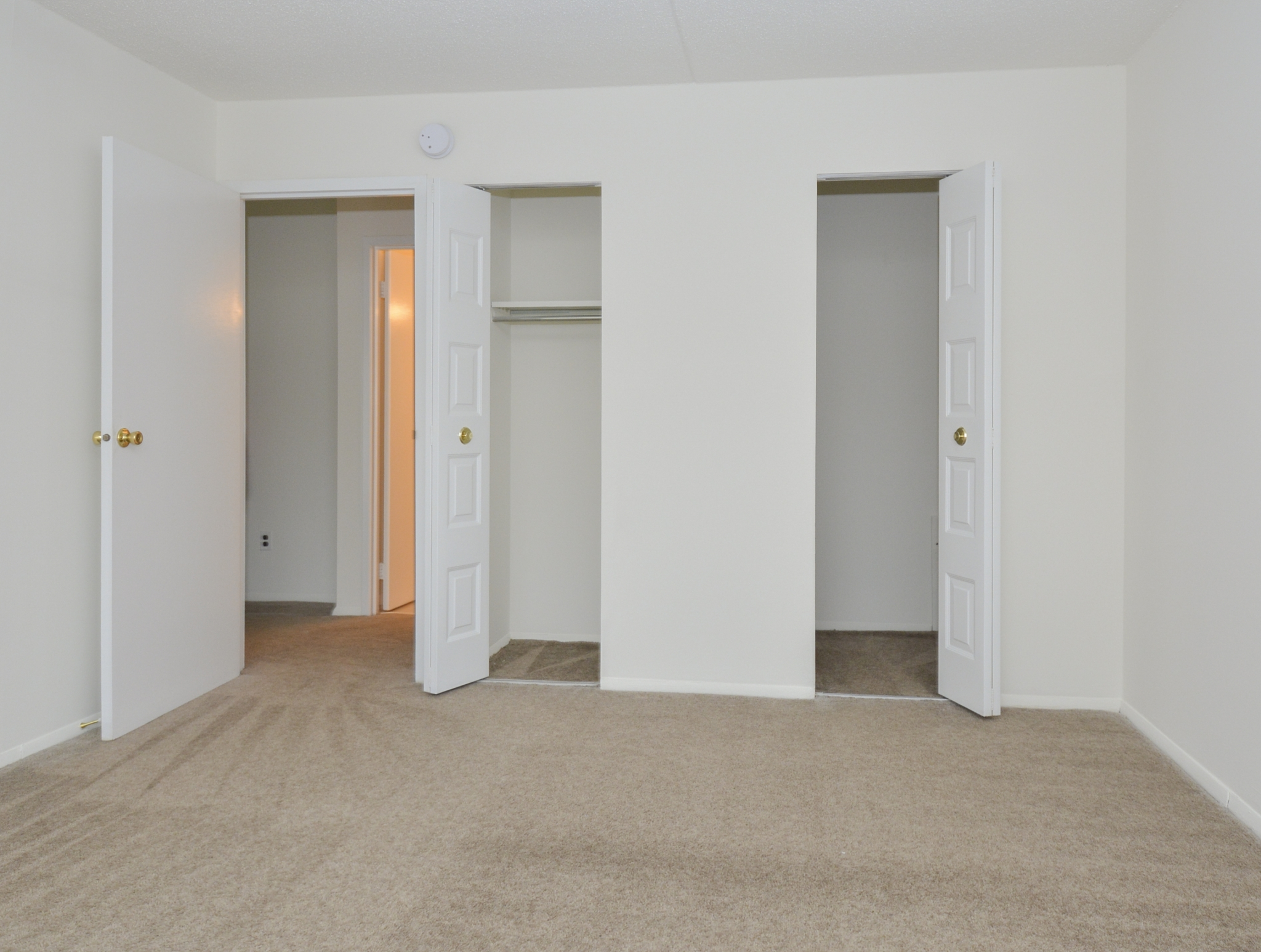Gladstone Towers Sample Bedroom with Closet View | Apartments in Lansdowne PA