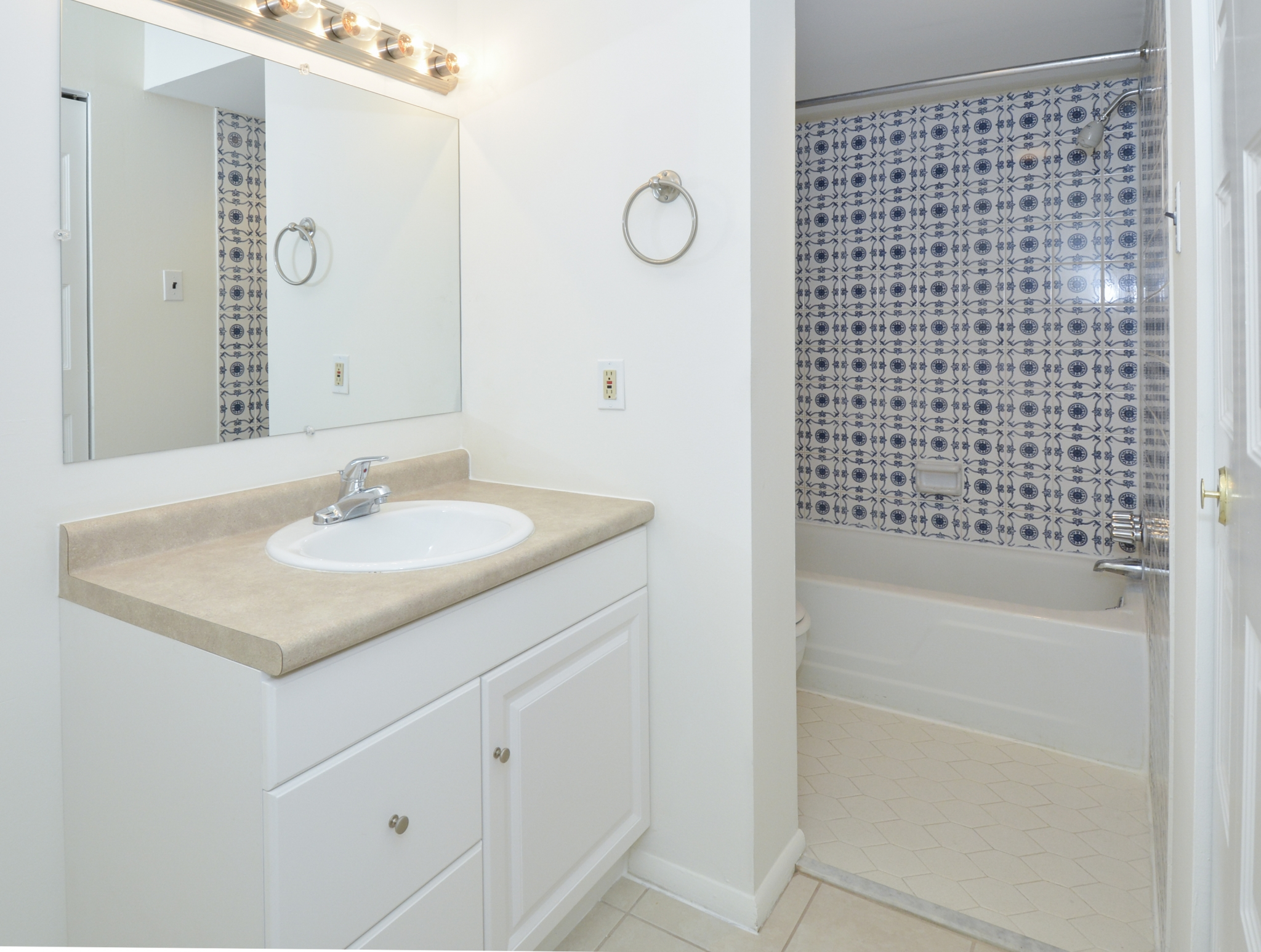 Gladstone Towers Sample Bathroom with White and Beige Vanity | Apartments in Lansdowne PA