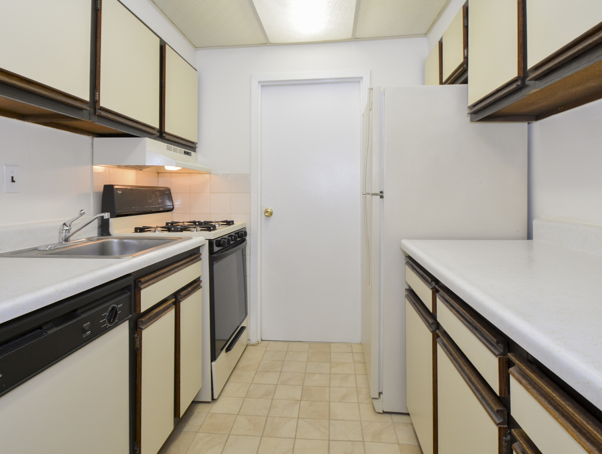 Gladstone Towers Sample Kitchen with Beige and Brown Countertops | Apartments in Lansdowne PA