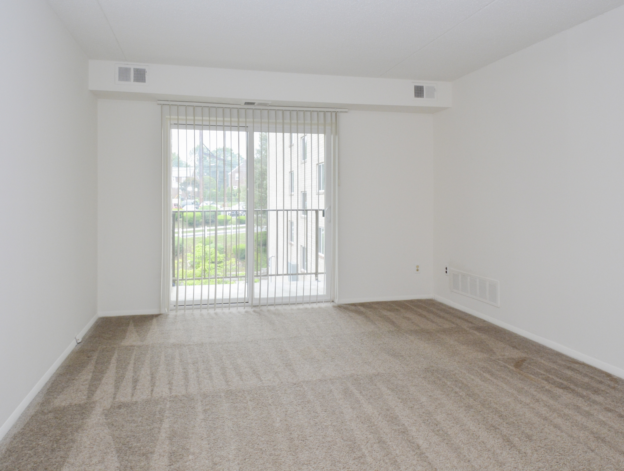 Gladstone Towers Sample Living Room with Beige Carpet | Apartments in Lansdowne PA