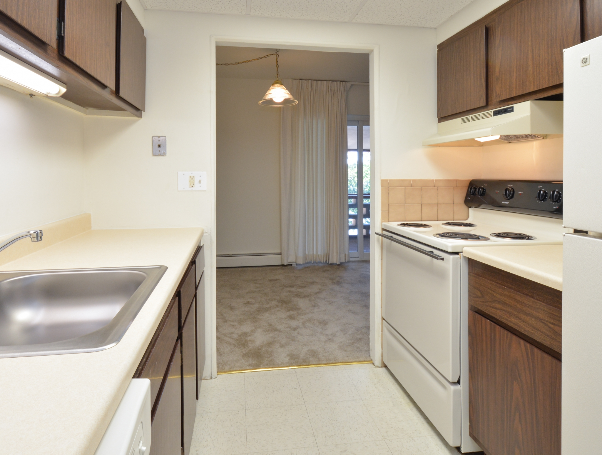 Modern Kitchen | Dover DE Apartment For Rent | Lake Club Apartments