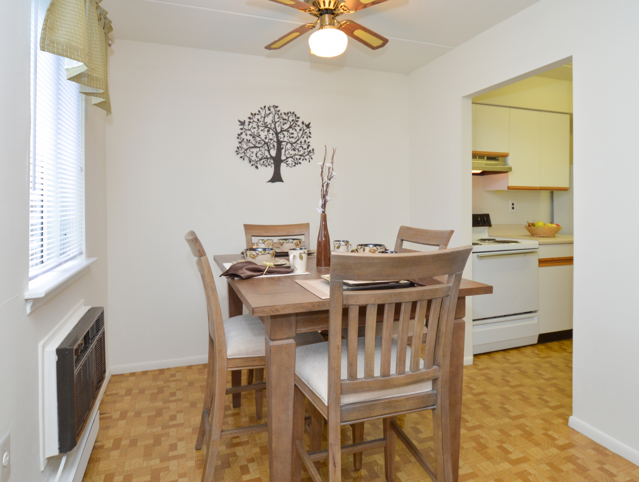 Norwood House Sample Dining Room with Table and Chairs | Apartments In Downingtown