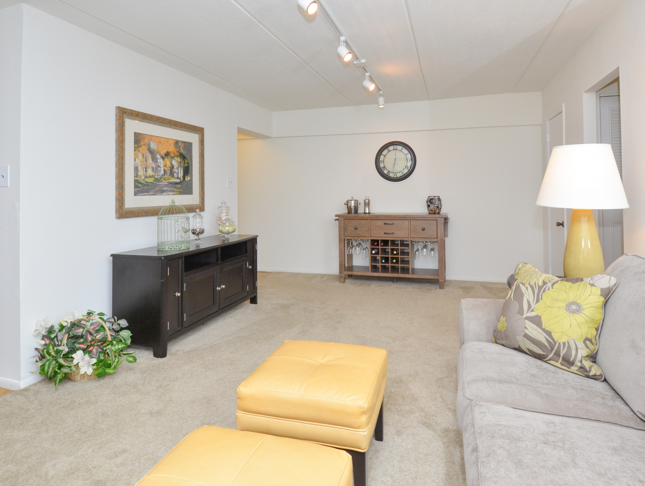 Norwood House Sample Living Room with Decorative Furniture | Apartments In Downingtown