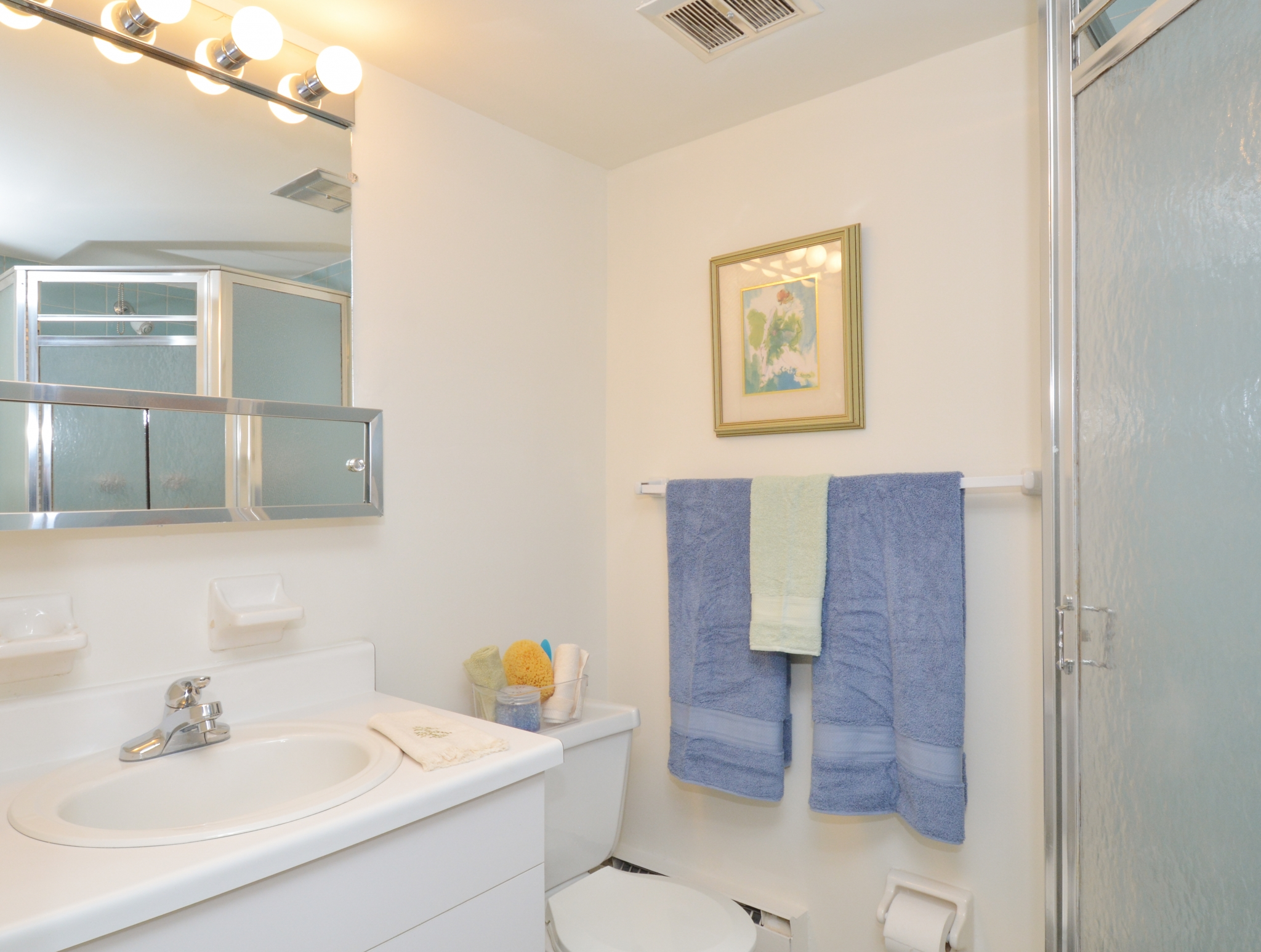 Norwood House Sample Bathroom with with White Vanity | Apartments In Downingtown