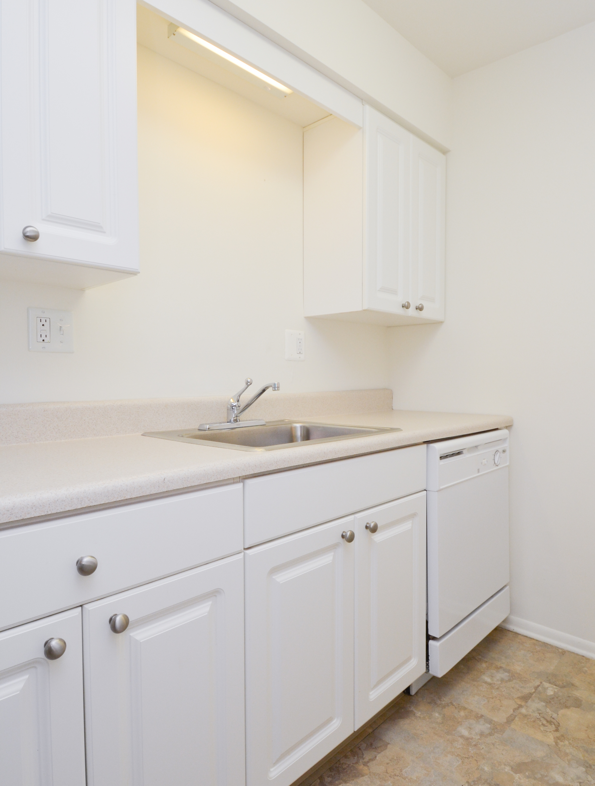 Modern Kitchen | Boothwyn PA Apartment For Rent | Rolling Glen Townhomes and Apartments