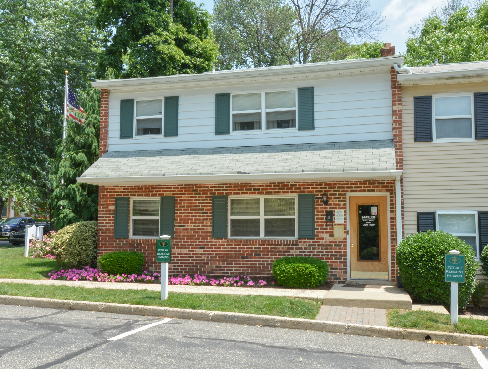 Friendly Office Staff | 1 Bedroom Apartments In Boothwyn PA | Rolling Glen Townhomes and Apartments