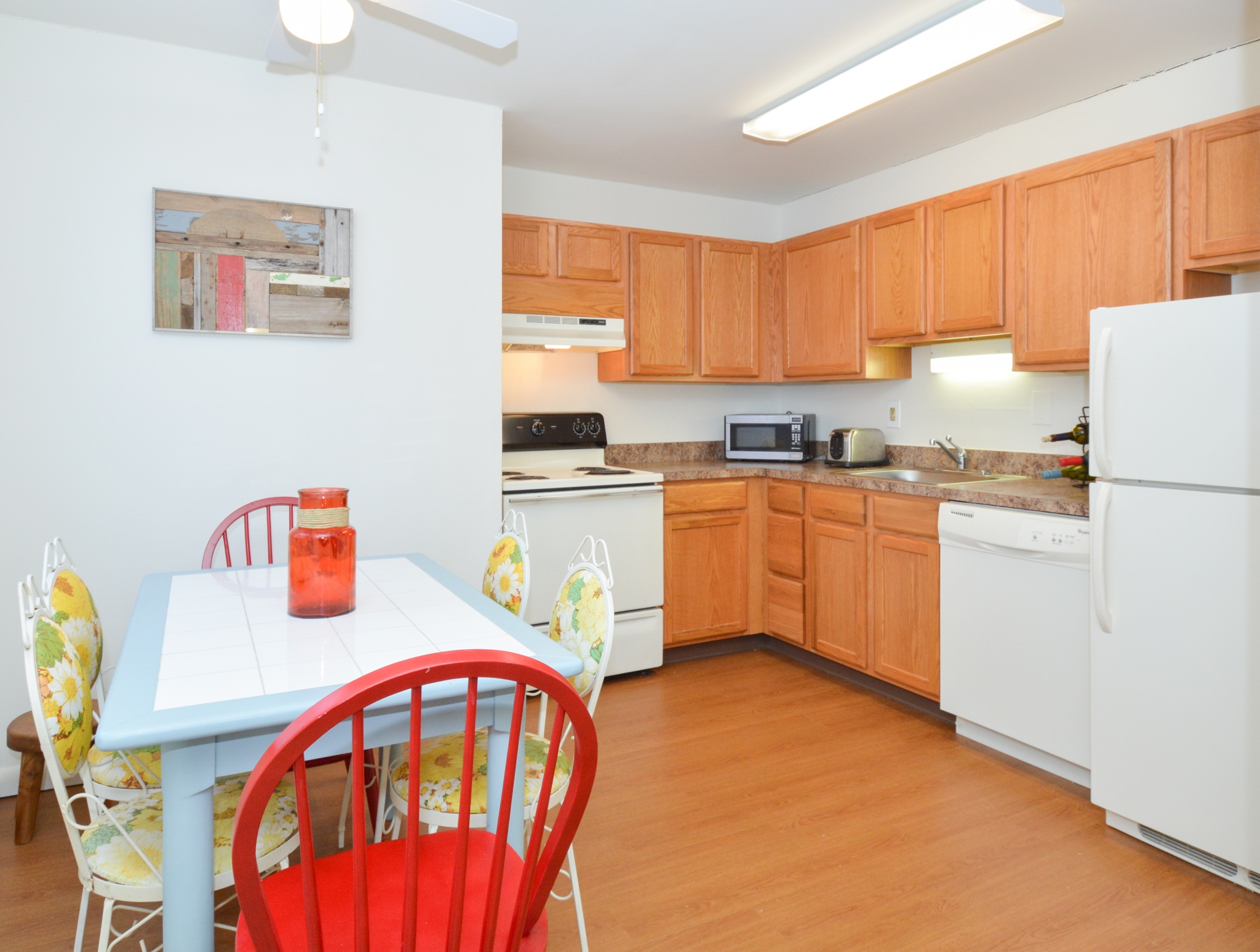 Independence Crossing Sample Kitchen with Light Brown Cabinets | Apartments in Phoenixville PA