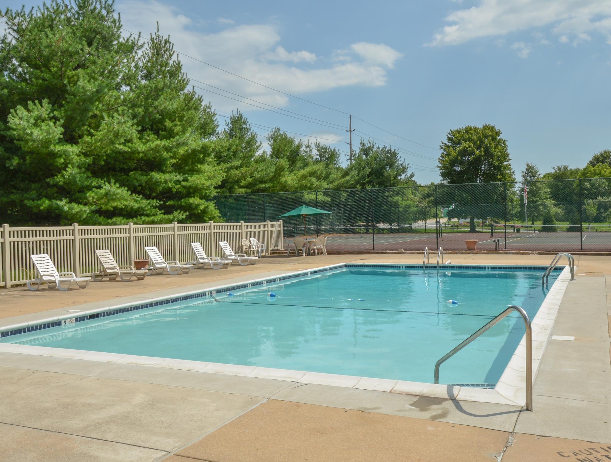 Oak Tree Swimming Pool Front View | Newark Apartments DE