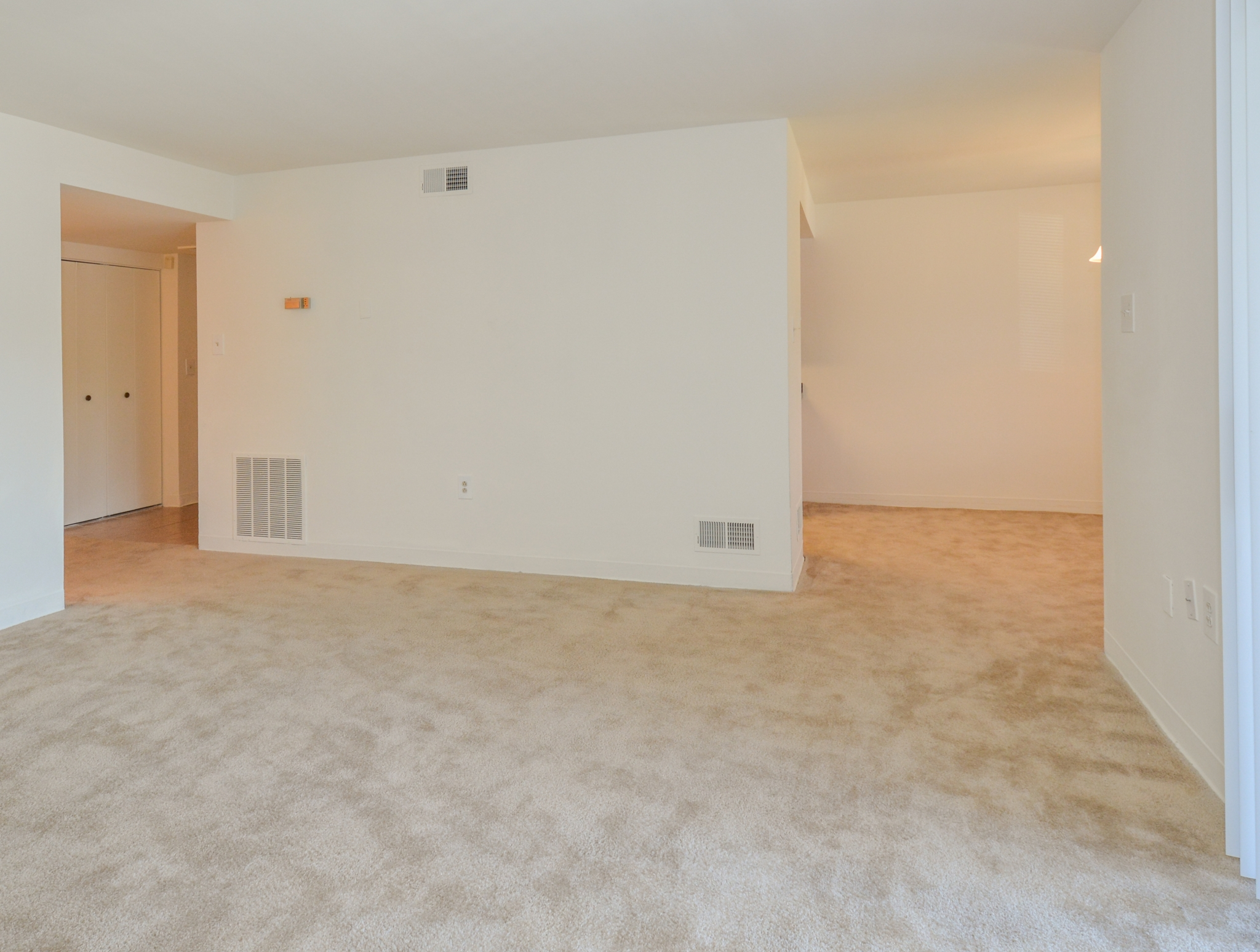 Princeton Orchards Sample Living Room with Beige Carpet | Apartments for Rent in South Brunswick, NJ