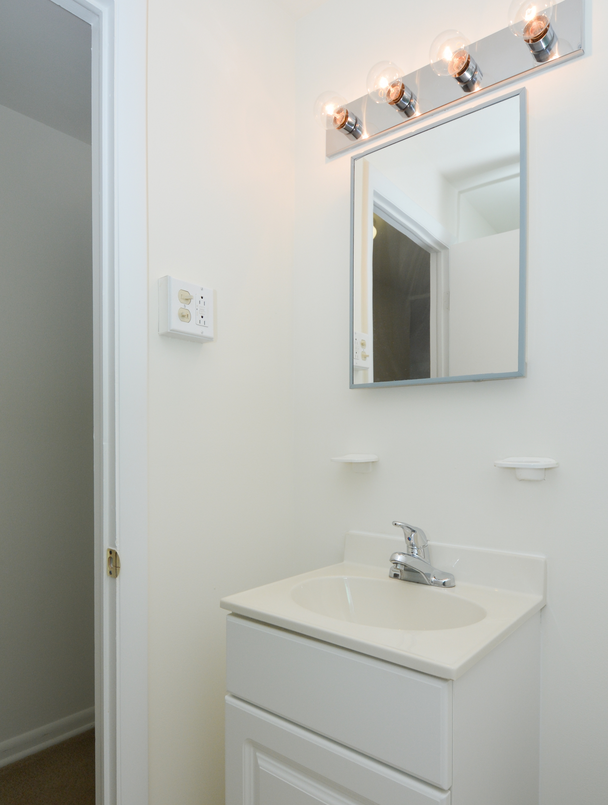 Boothwyn Court Sample Bathroom with White Cabinets | Apartments in Garnet Valley, PA