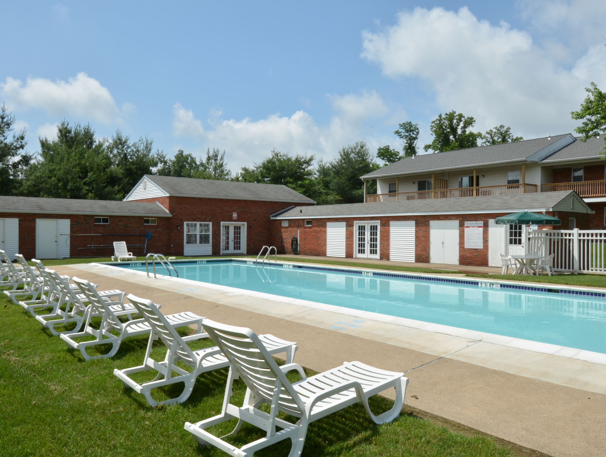 Swimming Pool | Apartment Homes in Levittown, PA | Country Manor Apartments
