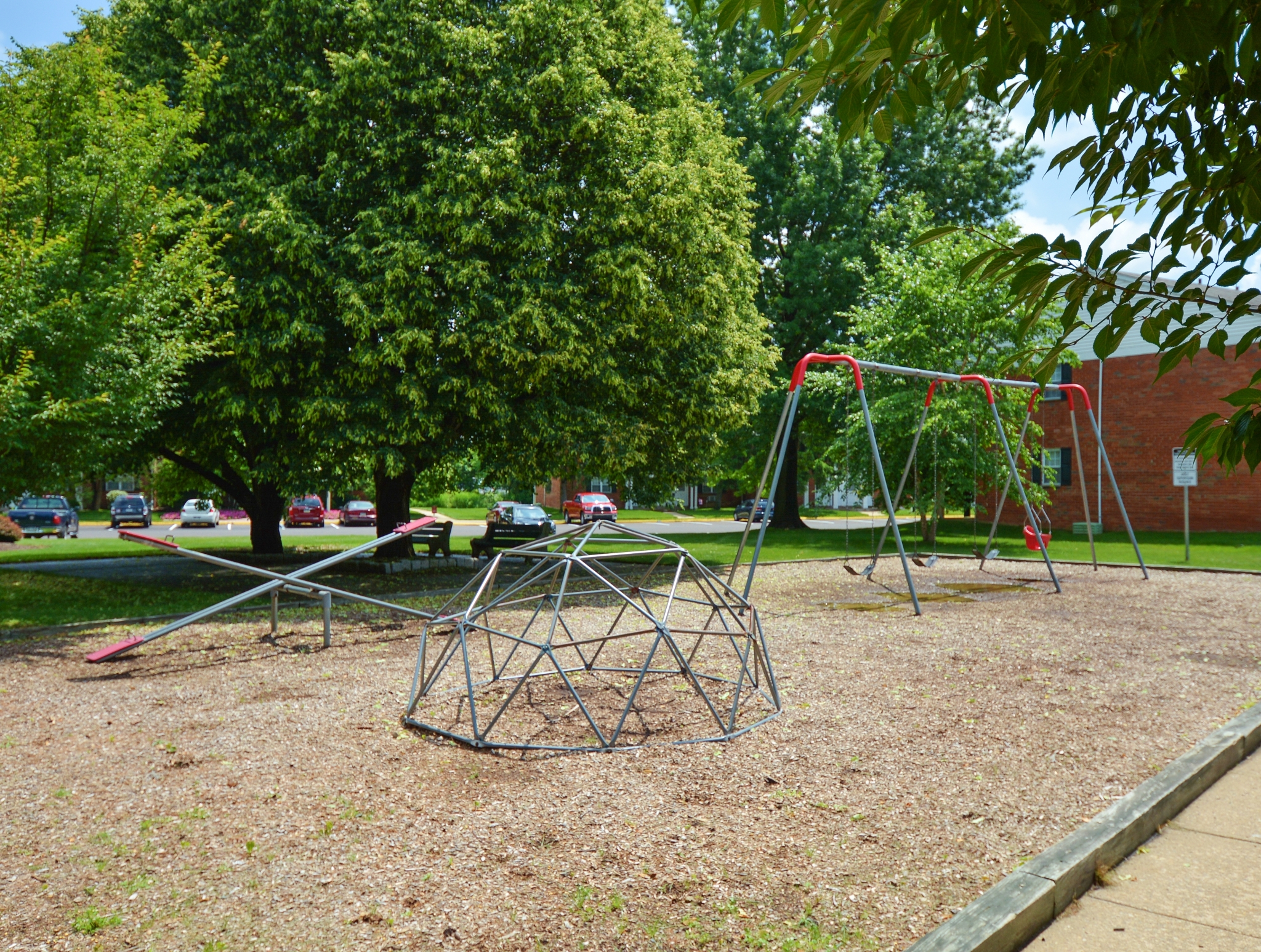 Community Children\'s Playground | Apartment Homes in Levittown, PA | Country Manor Apartments